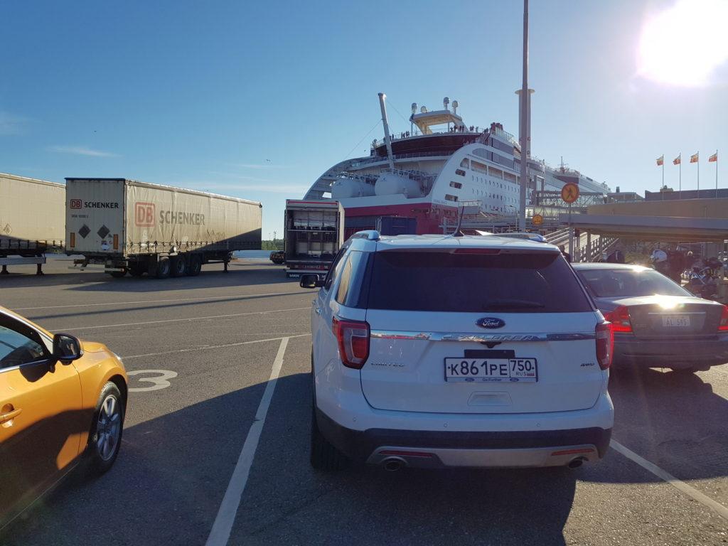 В ожидании погрузки на паром Viking Line