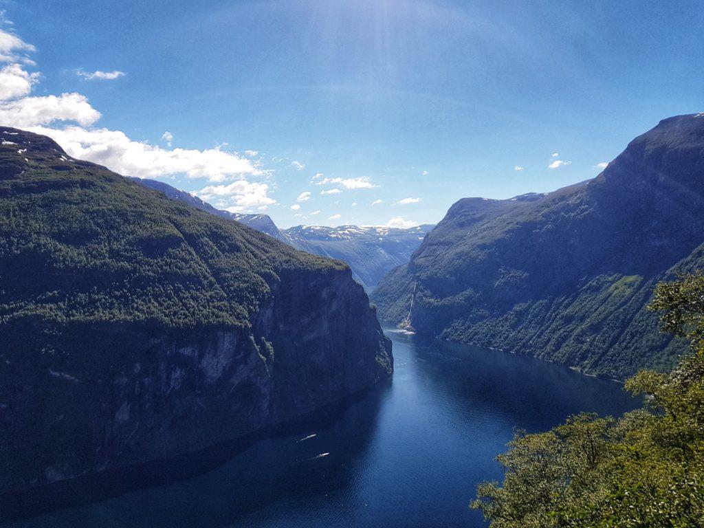 К красоте фьордов невозможно привыкнуть, а они сопровождали нас большую часть путешествия